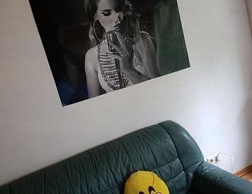 Dieses Gemälde von dieser einzigartigen Sängerin ist einfach fantastisch.
