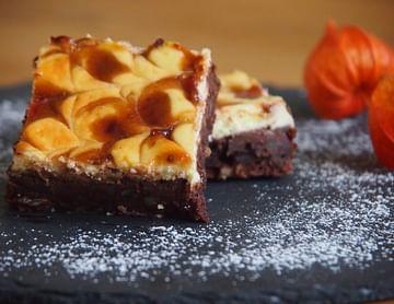 Cheesecake-Brownies mit Zwetschkenswirl