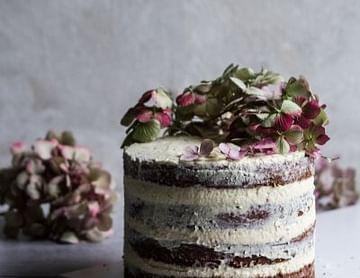 Naked Cake – Schokoladenkuchen mit Frischkäse Vanillefüllung
