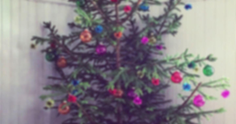 Weihnachtsbaum inklusive Schmuck und Kramperl
