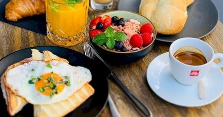 Ob leckeres Frühstück oder Snacks, im Cafe Deli Noomi bleiben keine Wünsche offen. Als iamstudent PLUS Mitglied sparst du immer25% auf alle Speisen & Getränke!