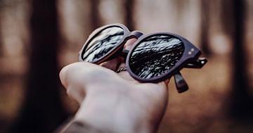 1+1 gratis Sonnenbrille aus Holz!