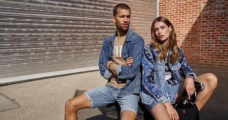 Erfülle dir deine Fashion-Träume im Designer Online Outlet mit über 300 Premium-Marken wie adidas, Nike, Michael Kors u.v.m.! Mit dem Outletcity Metzingen Studentenrabatt erhältst du zusätzlich zum Outlet-Preis-15% auf Herren- und Damenmode!