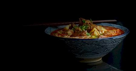 Schlemm dich durch köstliche chinesische Gerichte bei Panda Asia Graz! Als iamstudent PLUS Mitglied bekommst du immer20% Rabatt auf alle Speisen im Restaurant und 10% Rabatt auf alle Artikel im Lebensmittelgeschäft.
