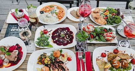 Im Gasthaus Zum Wohl – dem glutenfreien Restaurant in Wien – trifft bewusster Genuss auf gemütliches Wohlfühlambiente mit modernen Einflüssen. Als iamstudent PLUS Mitglied sparst du im Restaurant jedes Mal20% auf die gesamte Rechnung!